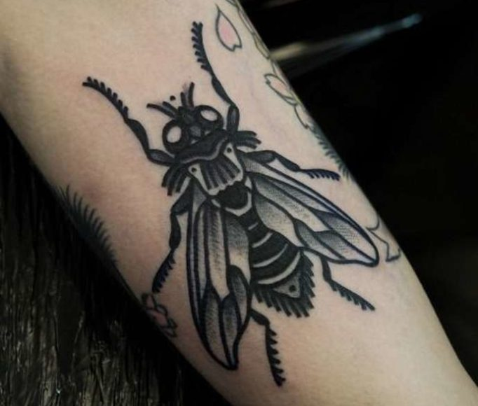 tattoo-fly-iuyutyrtjehrwgf