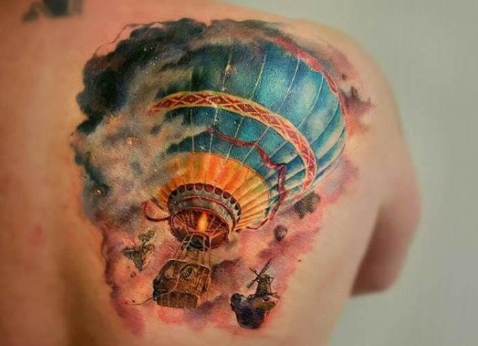 татуировка на лопатке
