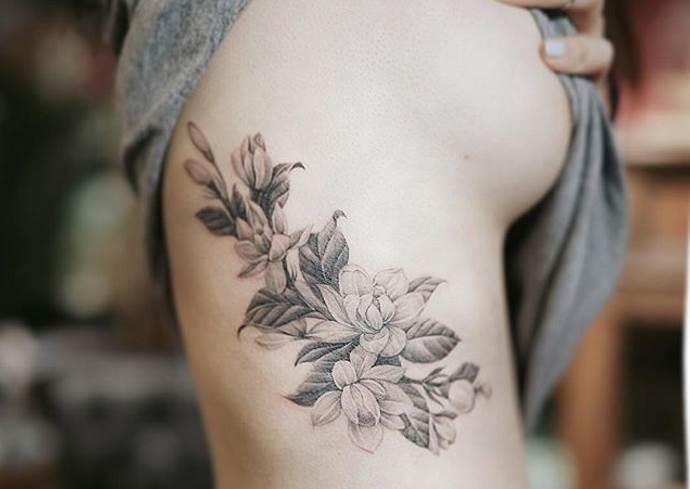 цветок на боку