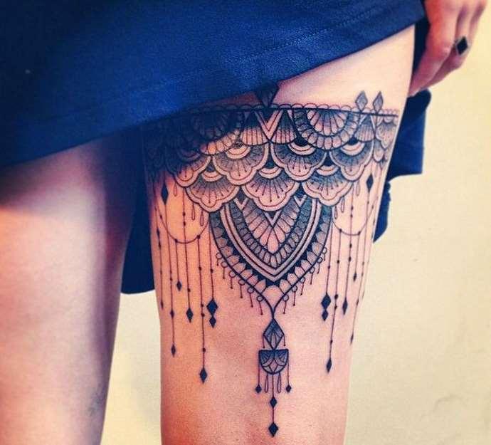 классное тату на ноге