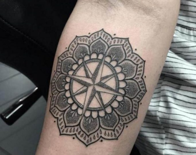 tattoo-arm-mandala-wind_rose