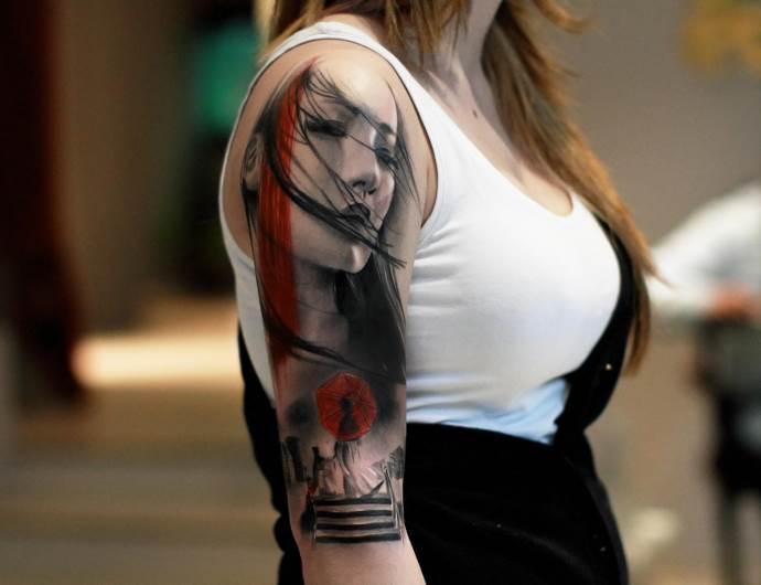 японская женщина на плече