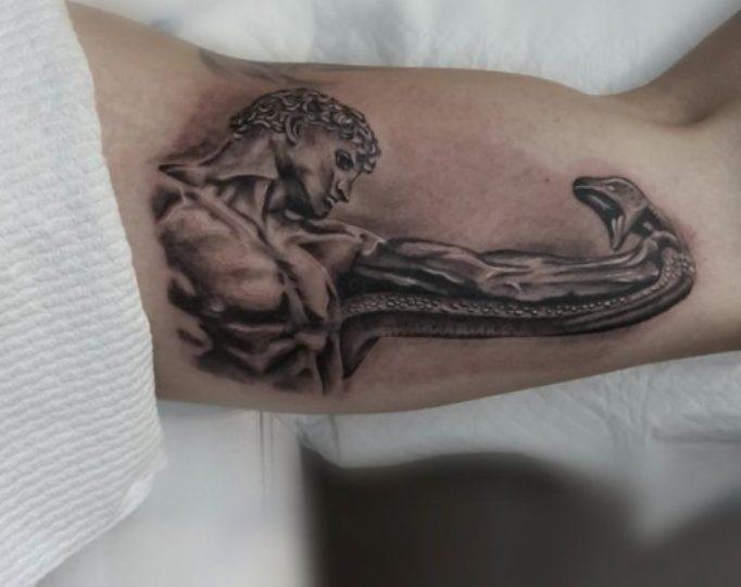 tattoo-on-a-biceps-men's-dk75645e