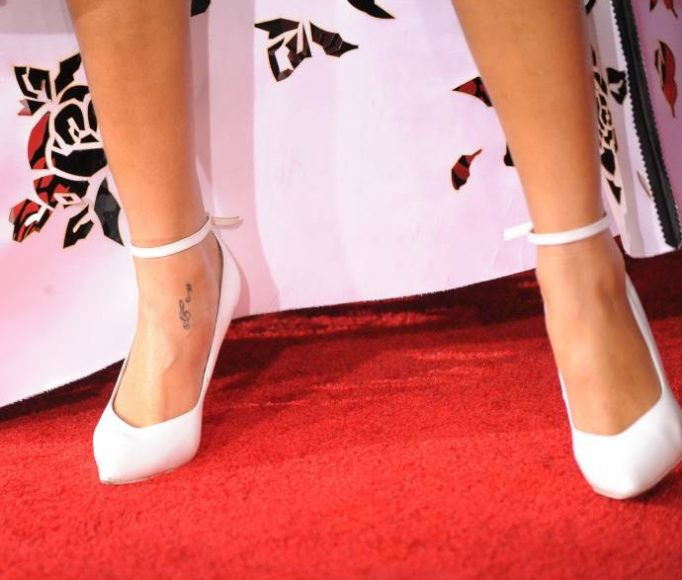 tattoos-Rihanna's-k675ie4wu35